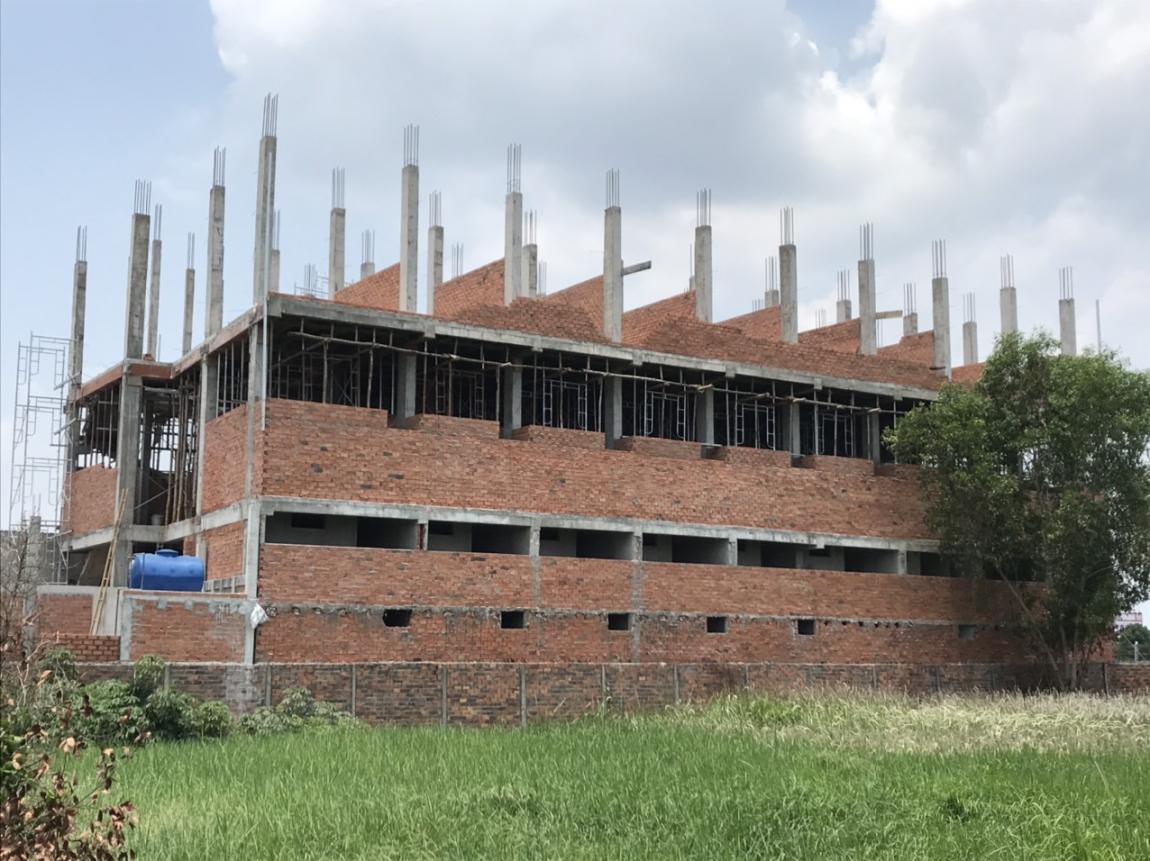 Hình ảnh cập nhật ngày 07/05 cho thấy các công nhân đang hoàn tấc thi công tầng 3 của tòa nhà.