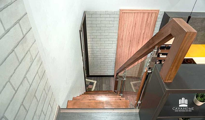 Cầu thang sử dụng gỗ cao cấp An Cường giúp chống trầy và kính cường lực Việt Nhật chống va đập tốt