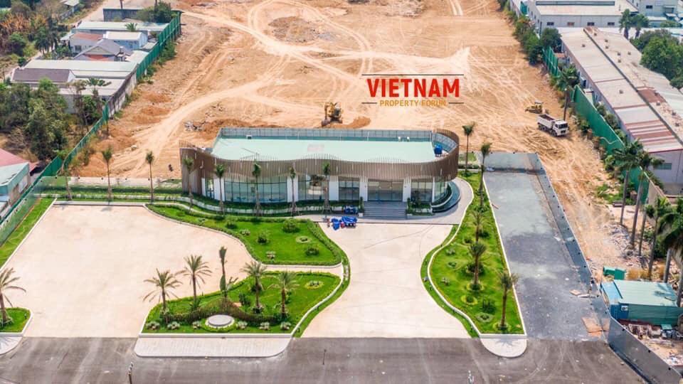Nhà mẫu và phòng kinh doanh đã hoàn tấc thi công ngay tại vị trí khu đất dự án