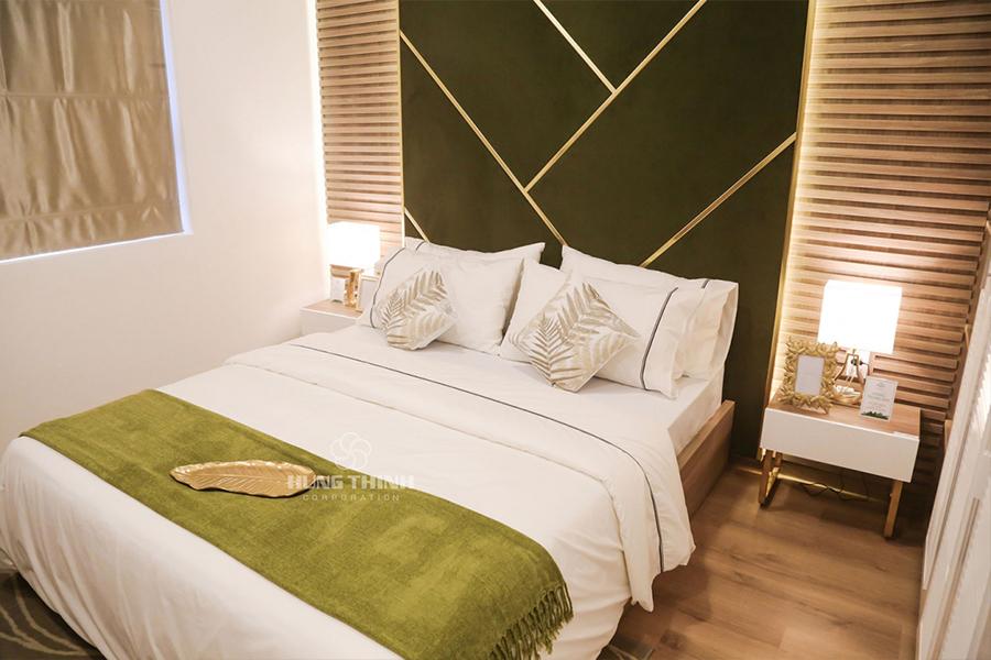 Phòng ngủ được thiết kế tinh giản, gọn nhẹ với tông màu sáng nhẹ sang trọng
