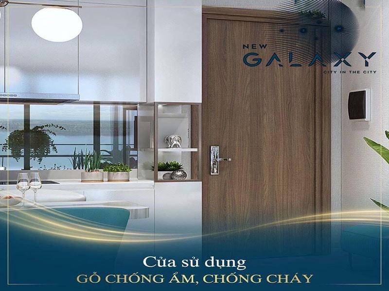 Cửa chính căn hộ New Galaxy được làm từ cửa gỗ châu âu cao cấp và được phủ melanine chống cháy