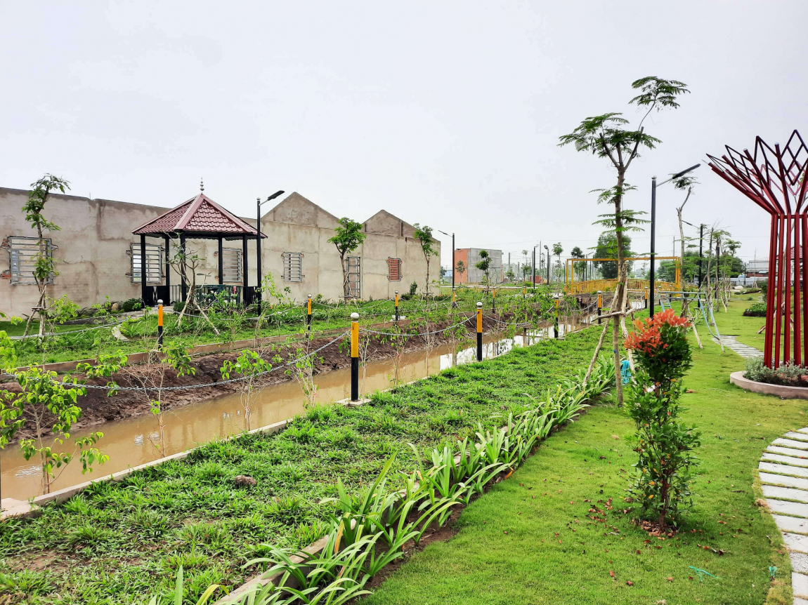 Công viên ven sông tọa lạc giữa lòng dự án, đa dạng hệ sinh thái thực vật đã hoàn thiện 100%