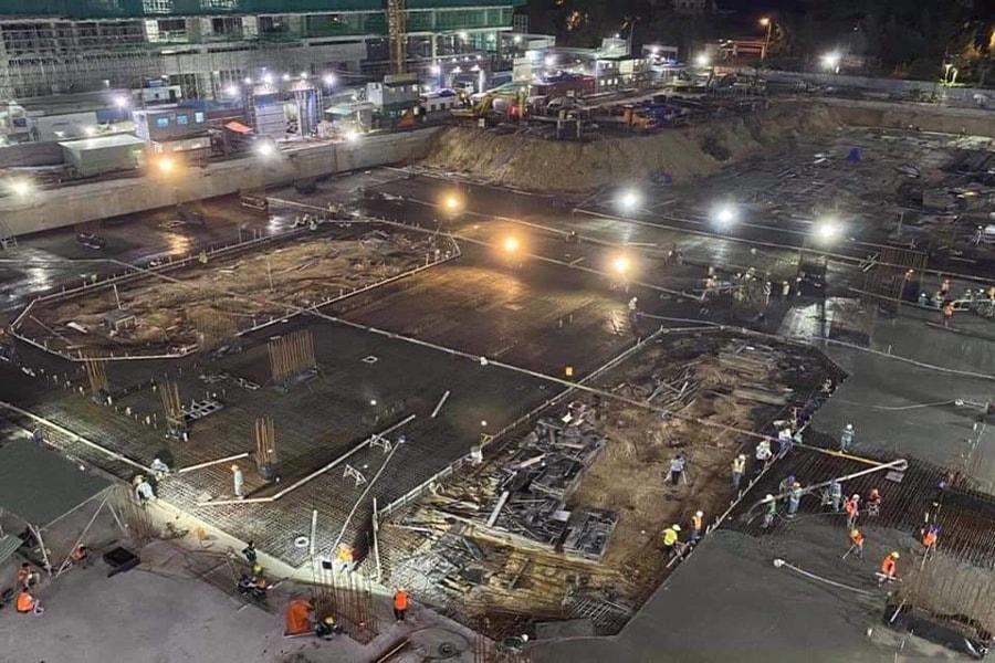 Công trường dự án luôn tập trung rất đông kỹ sư, công nhân và máy móc ngày đêm thi công