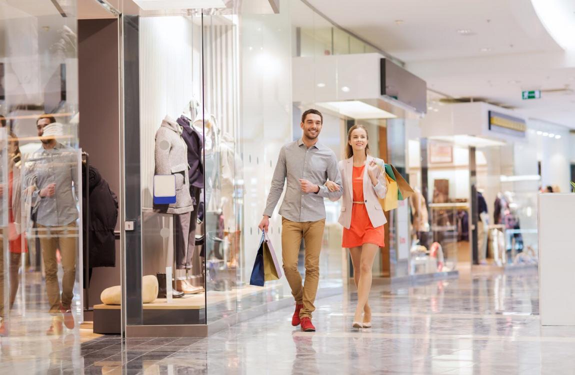 Tại tầng trệt của mỗi block đều có trung tâm thương mại lớn là nơi tập hợp của nhiều thương hiệu hàng đầu